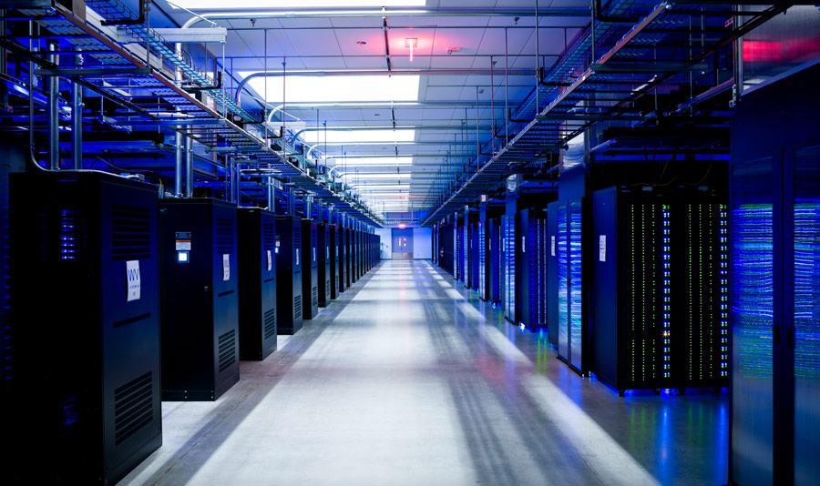Organizar cabos é indispensável para o bom funcionamento de um servidor