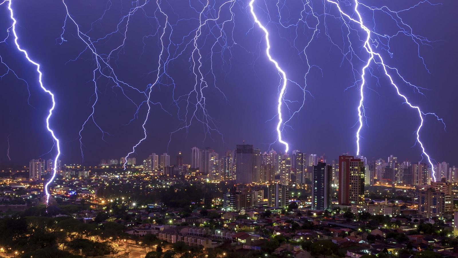 Como evitar acidentes por raios e danos ao fornecimento de energia